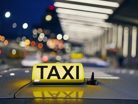 Centrale de Taxi dans le Hall de l'Aéroport Paris-Beauvais